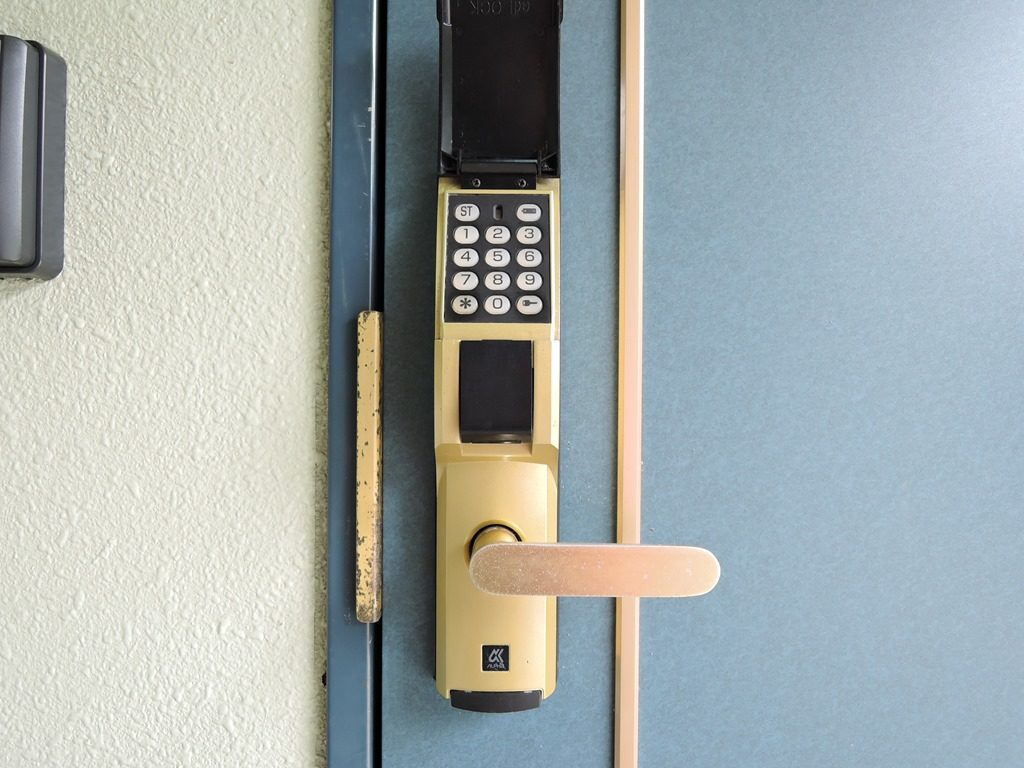 番号ロック式玄関ドア