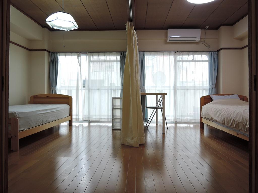 寝室(2部屋に分かれます)