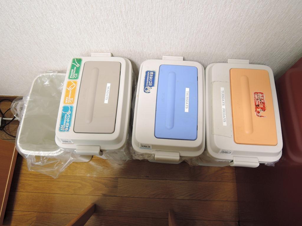 ゴミ箱(分別にご協力ください)