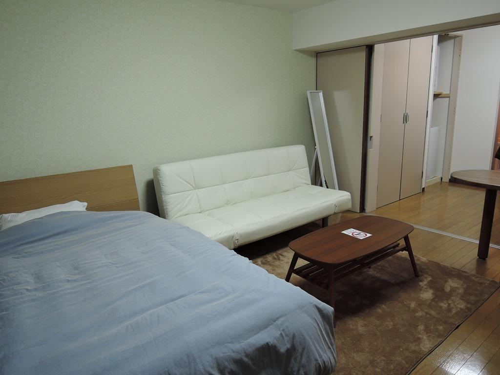 2名様ご利用時はソファをベッドにします。